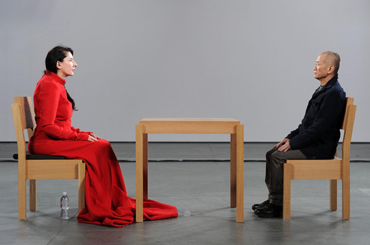 MARINA ABRAMOVIĆ: LA ARTISTA ESTÁ PRESENTE